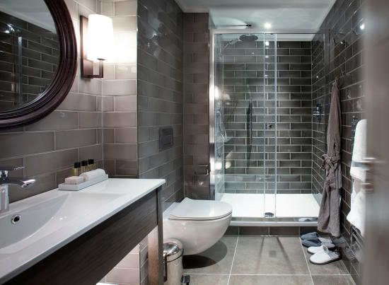 Dakota Delux Bathroom Leeds