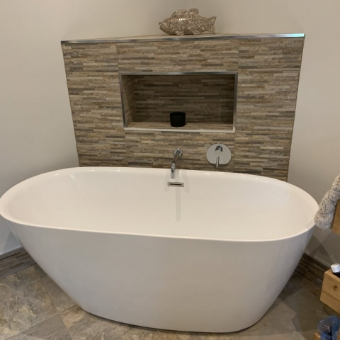 Modern Free Standing Bath with Corner Stone Tiled Recess